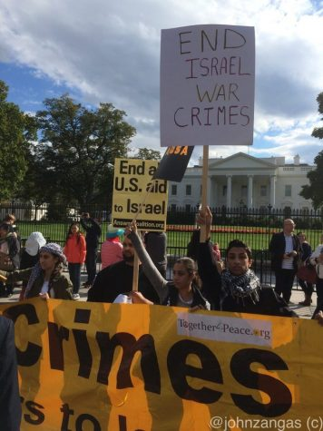 A crowd gathers outside the white house to protest the actions of Israel.